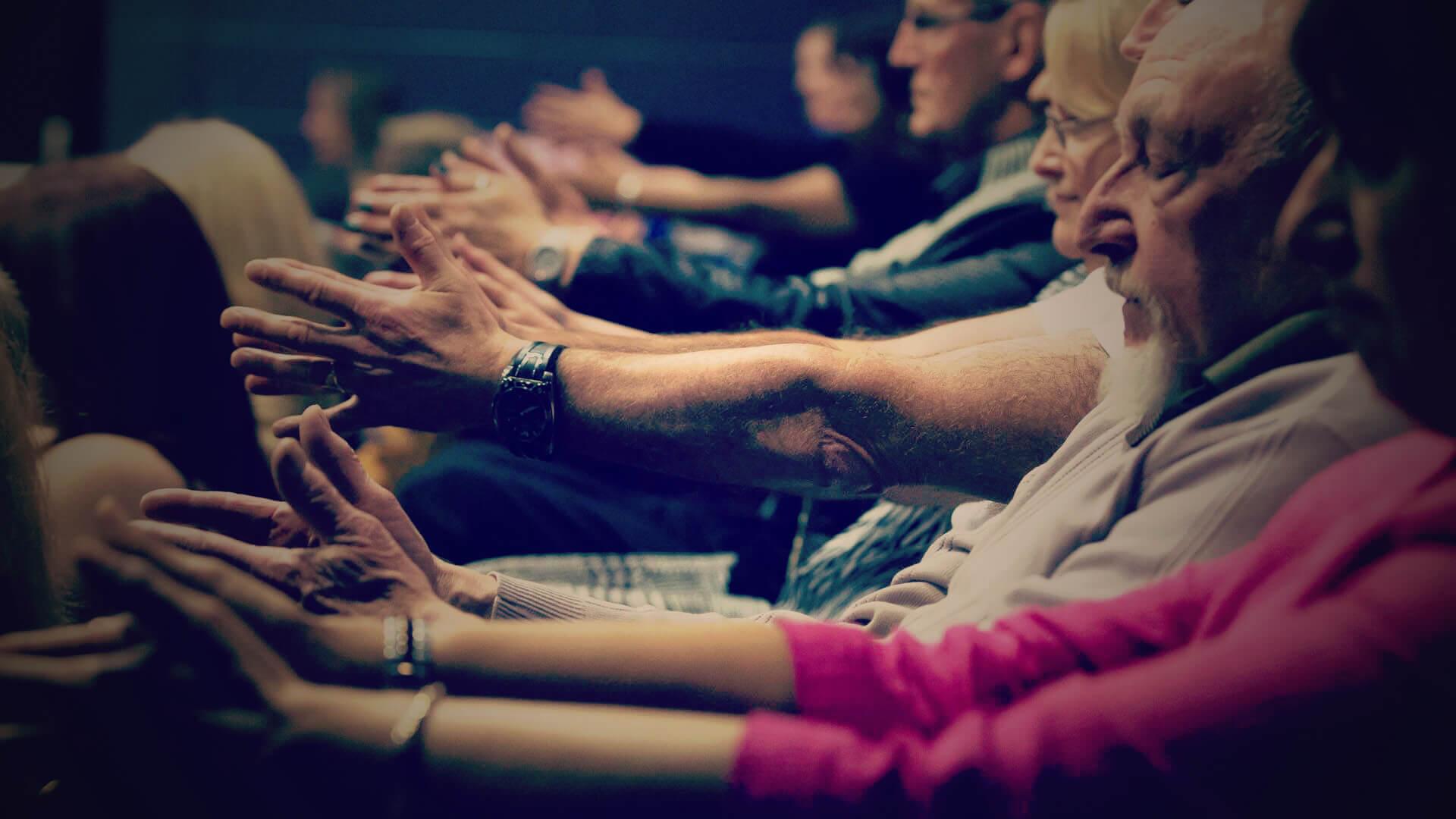audience being hypnotised by manchester hypnotist aaron calvert