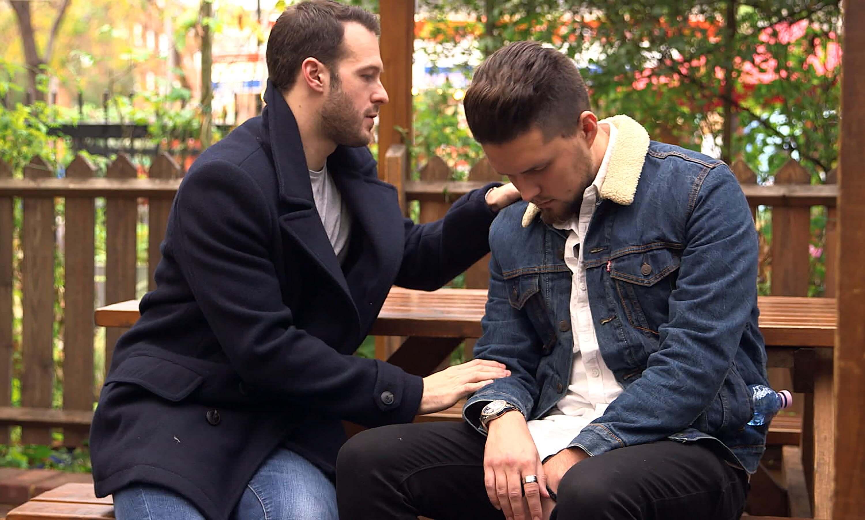 Hello Stranger hypnotist Aaron Calvert for Channel 4 hypnotises George on bench