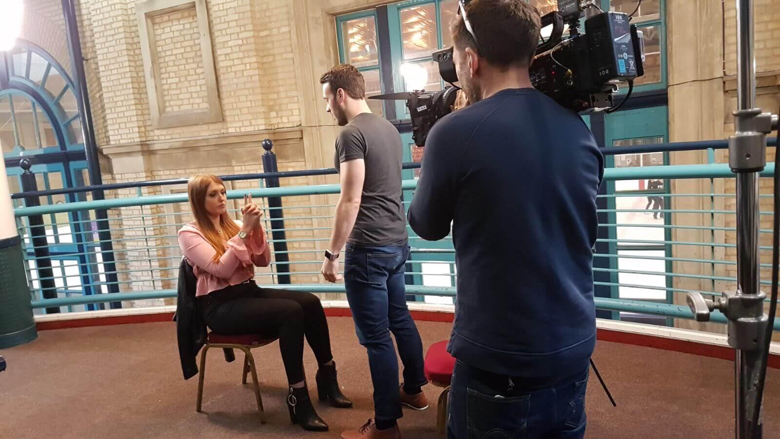 Manchester hypnotist aaron calvert hypnotising girl for channel 4 tv show