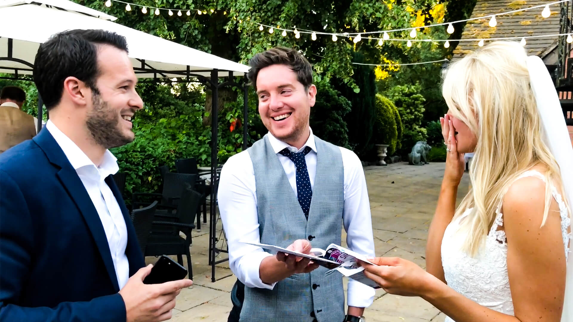 Manchester wedding magician Aaron Calvert stunning bride and groom in cheshire wedding with incredible magic