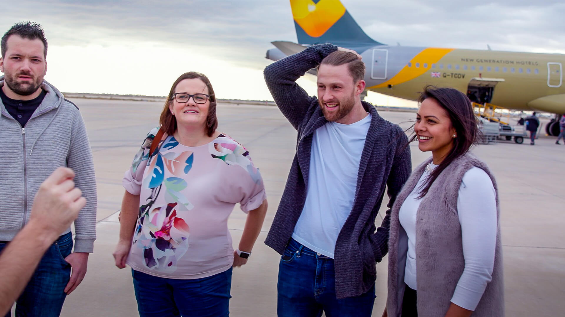 4 people reacting to Thomas Cook Airlines and hypnotist Aaron Calvert First time flyer experiment